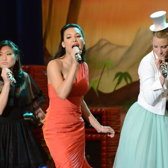 GLEE: Tina (Jenna Ushkowitz, L), Santana (Naya Rivera, C) and Brittany (Heather Morris, R) perform in the