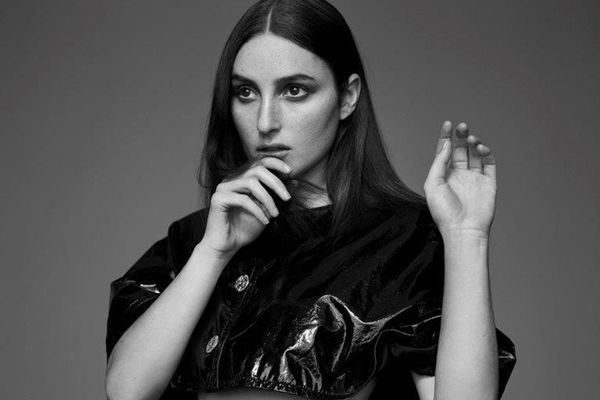 Alt-Pop-Star Banks on Finding Her Way in Fashion