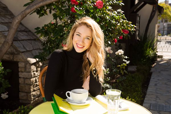 Jane the Virgin's Yael Grobglas Makes Shakshuka When She Feels Homesick