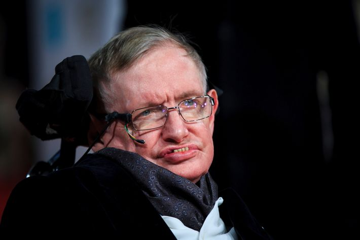 pioneering physicist stephen hawking dies at 76. Black Bedroom Furniture Sets. Home Design Ideas