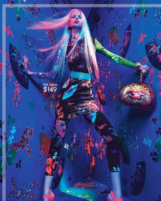 An ad for the Versace for H&M collection. What could Donatella have been worried about?