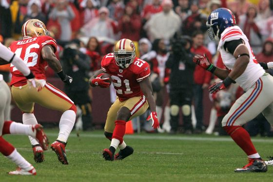 SAN FRANCISCO, CA - JANUARY 22: Frank Gore #21 of the San Francisco 49ers runs the ball against the New York Giants  during the NFC Championship Game at Candlestick Park on January 22, 2012 in San Francisco, California.  (Photo by Doug Pensinger/Getty Images)