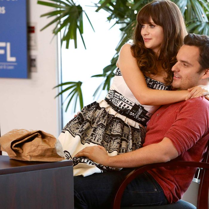 """NEW GIRL: Jess (Zooey Deschanel, C) helps Nick (Jake Johnson, R) open a bank account in the """"The Box"""" episode of NEW GIRL airing Tuesday, Oct. 15 ."""