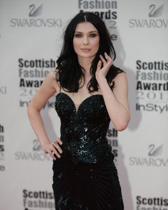 Model Tara Nowy.
