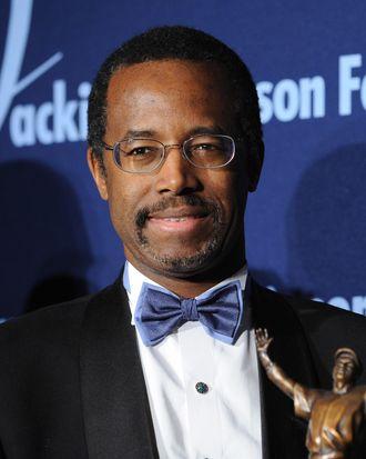 Dr. Ben Carson Sr. receives the ROBIE Lifetime Achievement Award