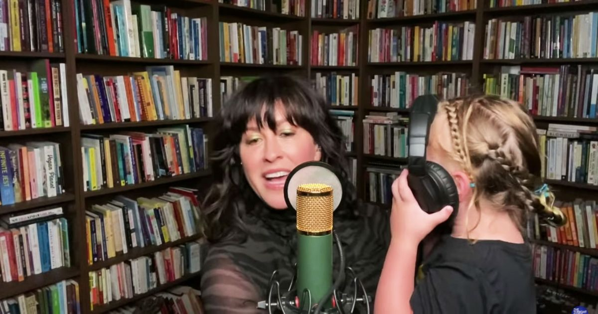 Alanis Morissette and Her Giggling…