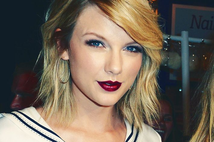 what does taylor swift�s instagram snake mean