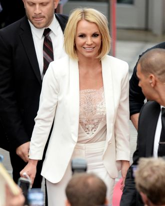 Continuing Along On Her Great European Tour Of 2017 Britney Spears Debuted A New Haircut In Germany Today It Is Very Short And Blonde