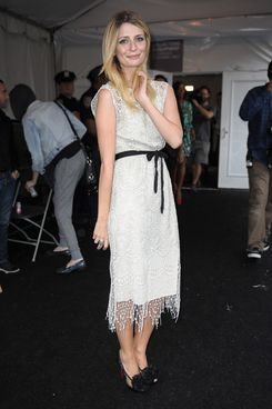 NEW YORK, NY - SEPTEMBER 15:  Mischa Barton is seen around Lincoln Center during Spring 2012 Mercedes-Benz Fashion Week on September 15, 2011 in New York City.  (Photo by Gustavo Caballero/Getty Images)