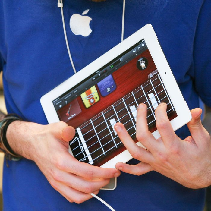 Here's How You Can Easily Make Music on Your Phone