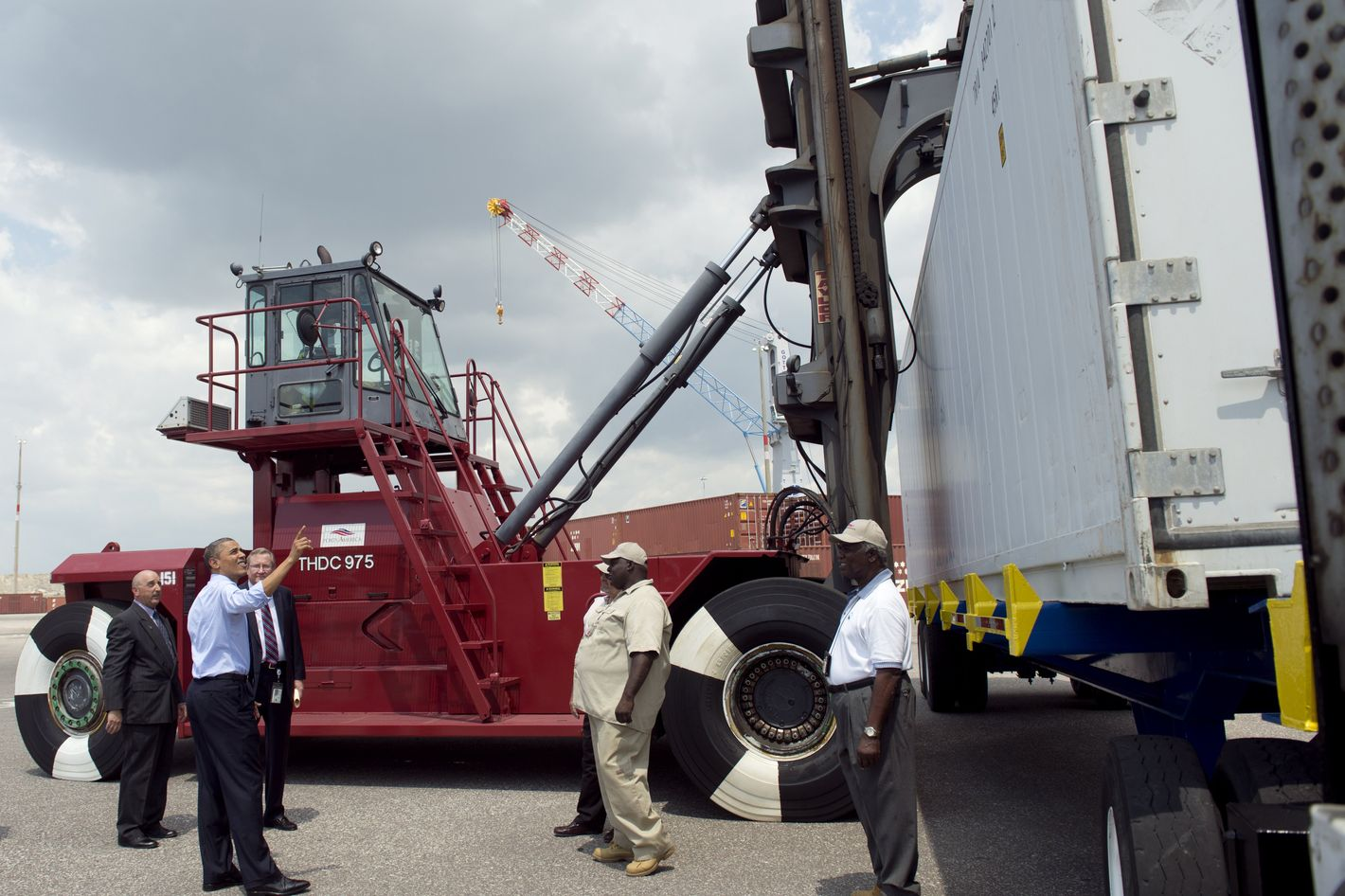 US President Barack Obama (2nd L) looks at a crane that lifts containers as he tours the Port of Tampa prior to speaking on trade policies with Latin America in Tampa, Florida, April 13, 2012. Later today, Obama travels to the Summit of the Americas in Cartagena, Colombia.