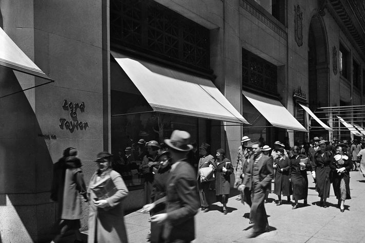 Lord & Taylor at 38th Street and Fifth Avenue on May 15, 1935.