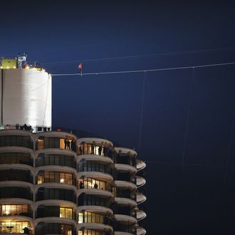 CHICAGO, IL - NOVEMBER 02: Tightrope walker Nik Wallenda starts out on his wire walk from Marina City's west tower to the top of the 671-foot-tall Leo Burnett building on November 2, 2014 in Chicago, Illinois. The walk, which spans 454 feet, is the highest and steepest skyscraper walk in the history of the Flying Wallenda family. (Photo by Scott Olson/Getty Images)