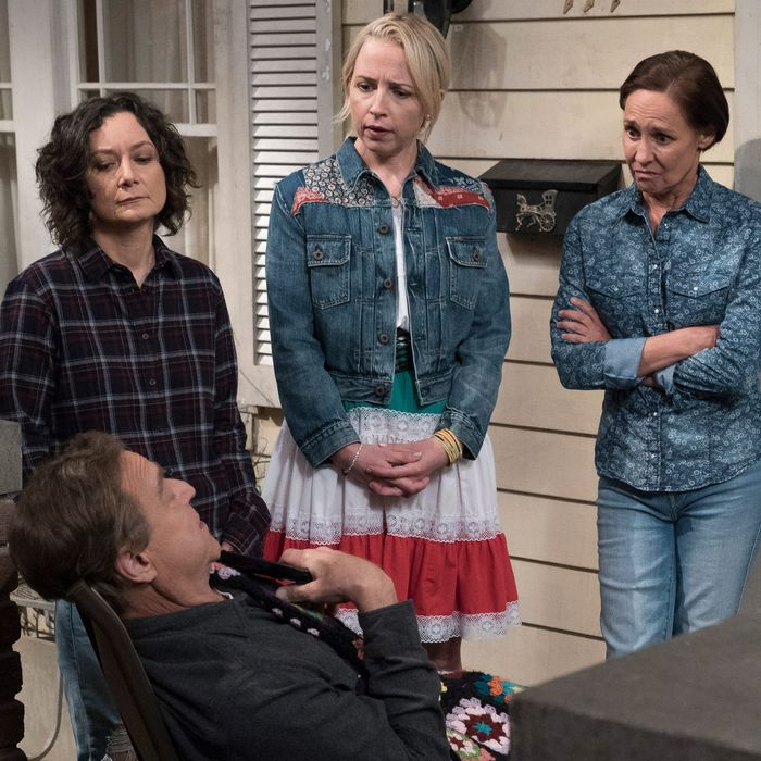 John Goodman as Dan, Sara Gilbert as Darlene, Lecy Goranson as Becky, Laurie Metcalf as Jackie.