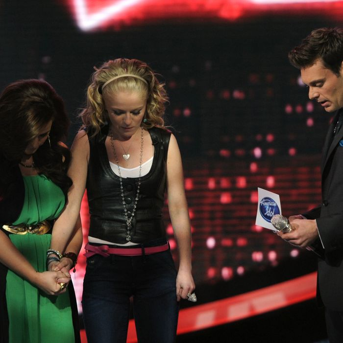 AMERICAN IDOL: Skylar is eliminated on AMERICAN IDOL airing Thursday, May 3, (8:00-9:00 PM ET/PT) on FOX. Pictured L-R: Skylar Laine, Hollie Cavanaugh and Ryan Seacrest.