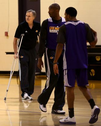 New Los Angeles Lakers head coach Mike D'Antoni (L) watches Kobe Bryant (C) and the rest of the Lakers during practice berfore a press conference introducing him as the new Los Angeles Lakers head coach on November 15. 2012 at the Lakers practice facility at the Toyota Sports Center in El Segundo, California.