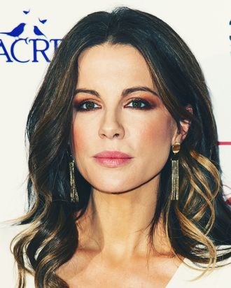 kate beckinsale says weinstein hit on her when she was 17