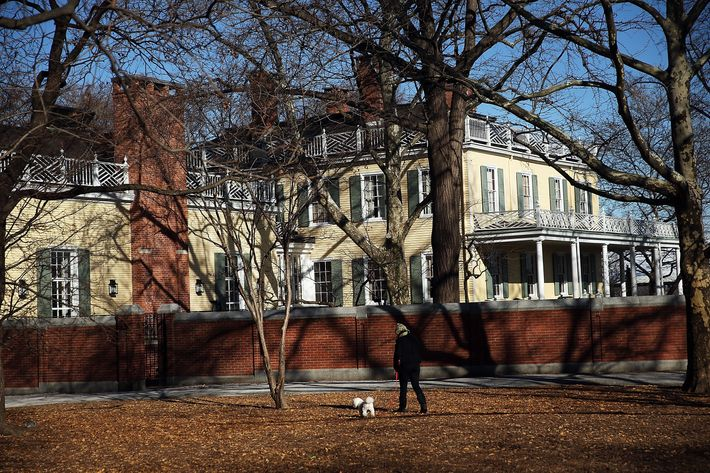 NEW YORK, NY - DECEMBER 12:  A persdon walks a dog past Gracie Mansion on December 12, 2013 in New York City. Mayor-elect Bill de Blasio announced on Wednesday that his family would move from their Brooklyn row-house to Gracie Mansion in Manhattan. The current mayor, Michael Bloomberg, has chosen not to live in the Upper East Side mansion preferring his townhouse  instead.  (Photo by Spencer Platt/Getty Images)