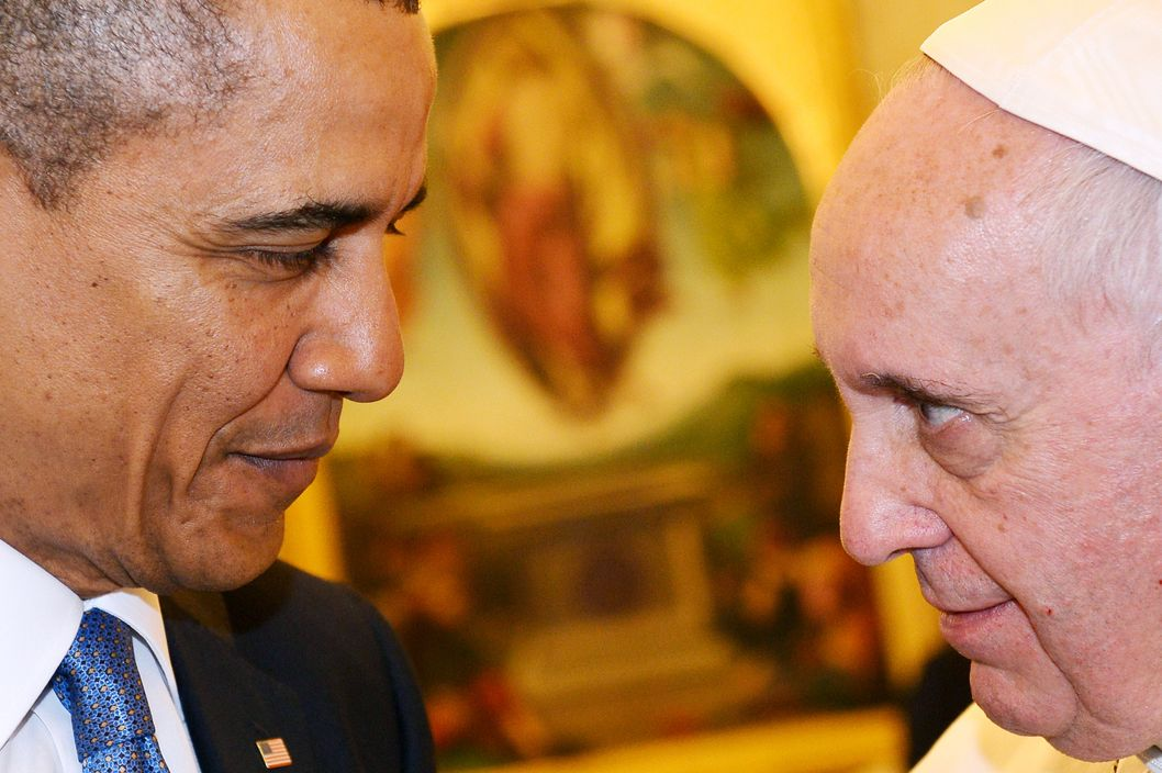 ALTERNATIVE CROP - Pope Francis (R) meets with US President Barack Obama during a private audience on March 27, 2014 at the Vatican. The meeting at the Vatican comes as a welcome rest-stop for Obama during a six-day European tour dominated by the crisis over Crimea, and the US leader will doubtless be hoping some of the pope's overwhelming popularity will rub off on him.   AFP PHOTO POOL / GABRIEL BOUYS