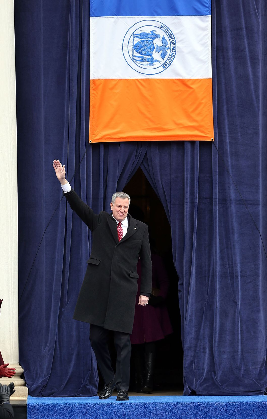 NEW YORK, NY - JANUARY 01:  New York City's 109th Mayor, Bill de Blasio, walks onto stage at City Hall on January 1, 2014 in New York City. Mayor de Blasio was sworn in using a Bible once owned by President Franklin Delano Roosevelt. Following the 12 years of the Michael Bloomberg administration, Mayor de Blasio won on a liberal platform that emphasized the growing gulf between the rich and poor in New York City.  (Photo by Spencer Platt/Getty Images)