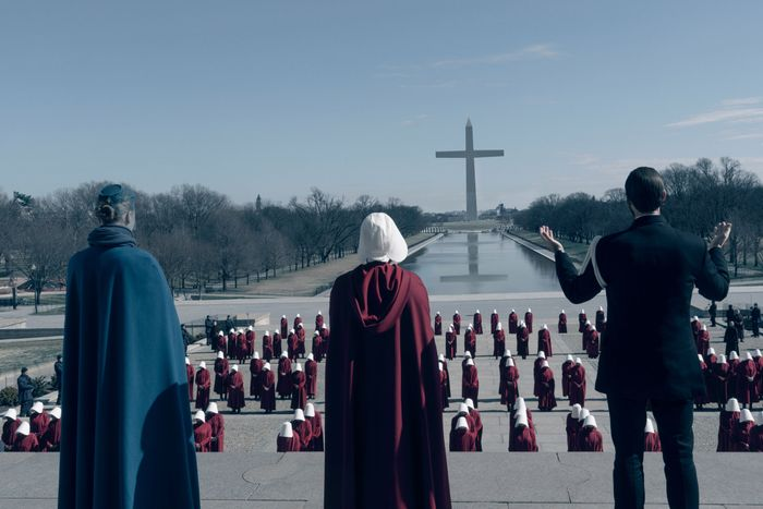 What the scene looked like before handmaids were added along the Reflecting Pool.