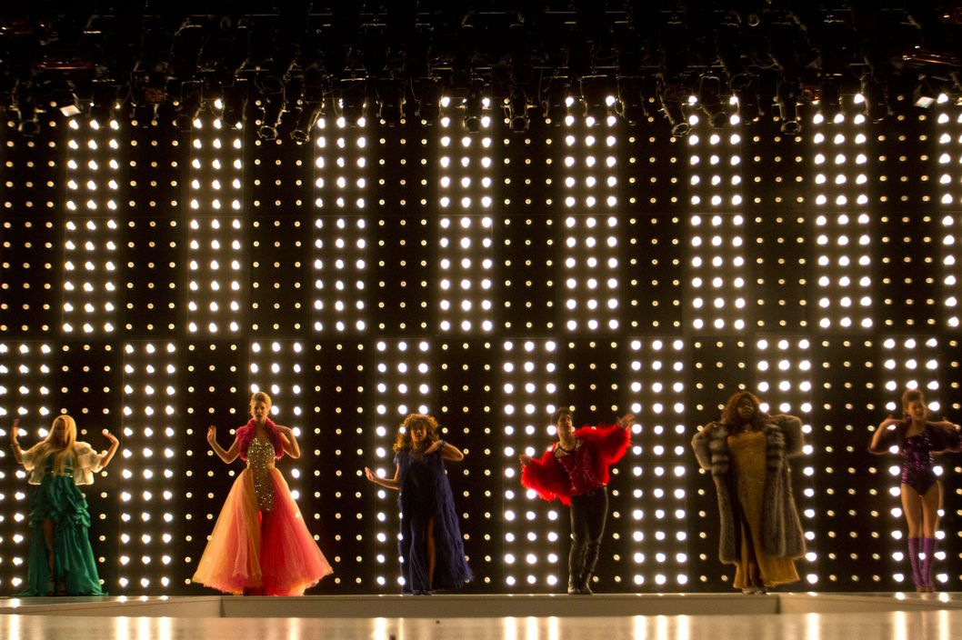 "GLEE: The glee club members show their inner powerhouses for ""Diva Week"" in the ""Diva"" episode of GLEE airing Thursday, Feb. 7 (9:00-10:00 PM ET/PT) on FOX. Pictured L-R: Becca Tobin, Heather Morris, Jenna Ushkowitz, Darren Criss, Alex Newell and Melissa Benoist."