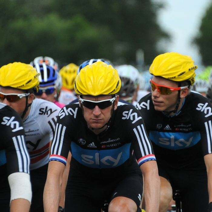 Great Britain's Bradley Wiggins (C) rides with teammates of British Sky cycling team during the 207,5 km and sixth stage of the 2012 Tour de France cycling race starting in Epernay and finishing in Metz, northeastern France, on July 6, 2012.