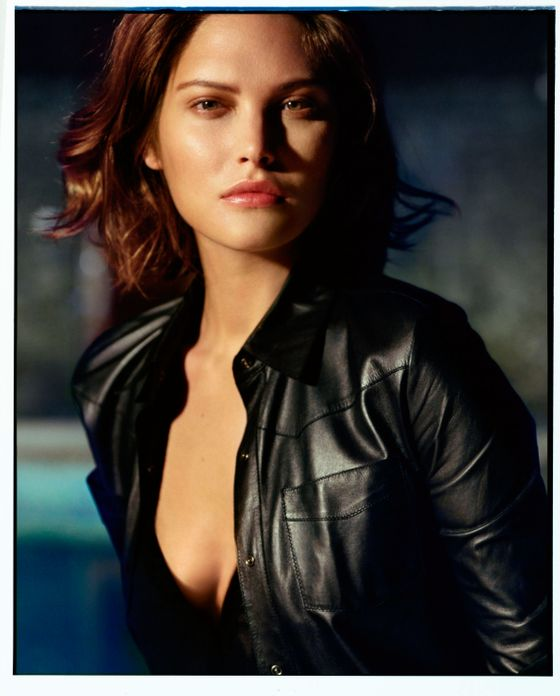 <b>Model: </b>Catherine McNeil  <b>Photographer:</b> Alasdair McLellan