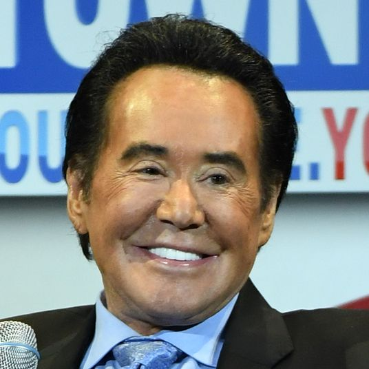 wayne newton is being sued for having a very naughty monkey
