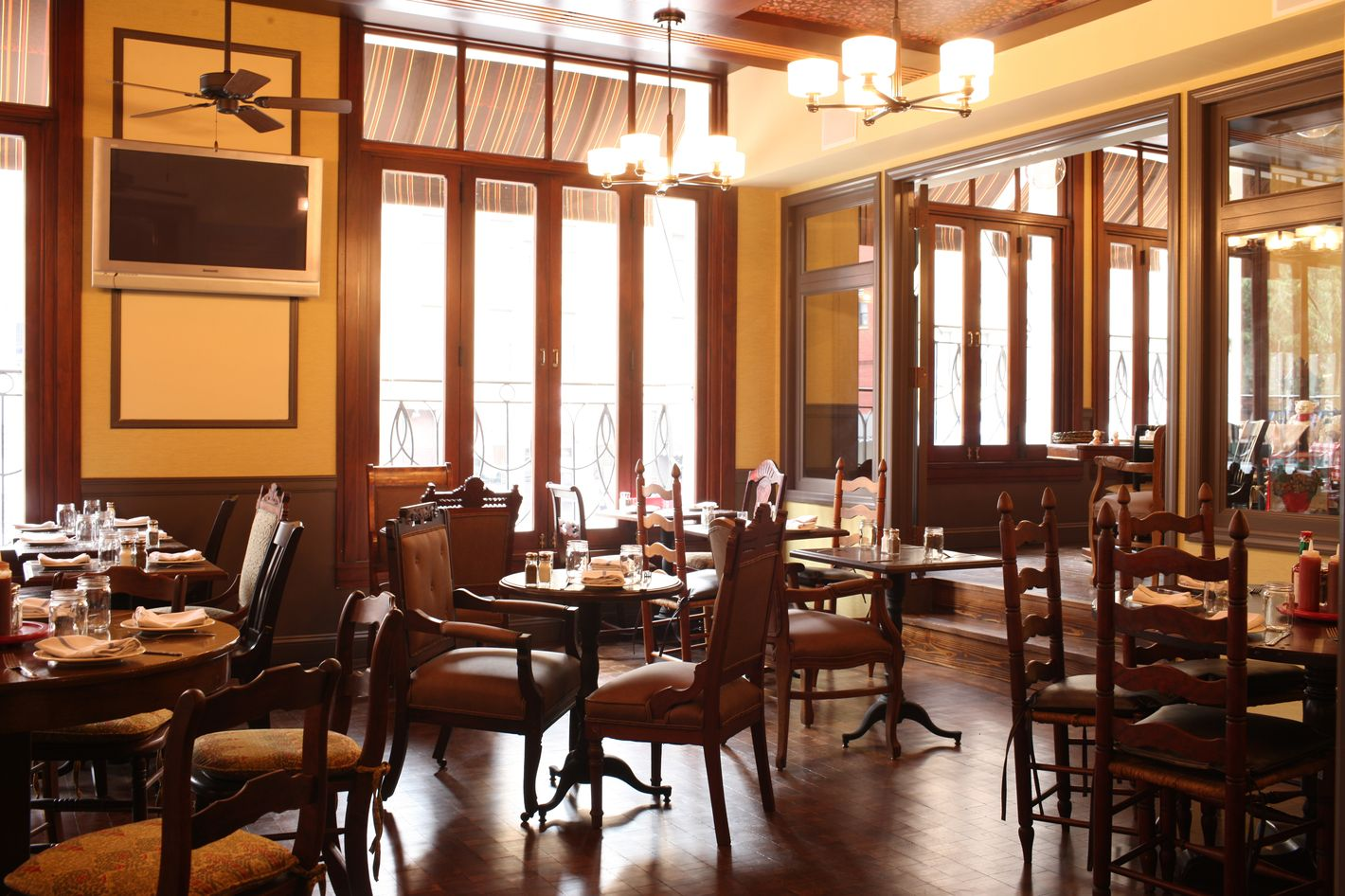 http://pixel.nymag.com/imgs/daily/grub/2011/07/07/07_nellys1.jpg