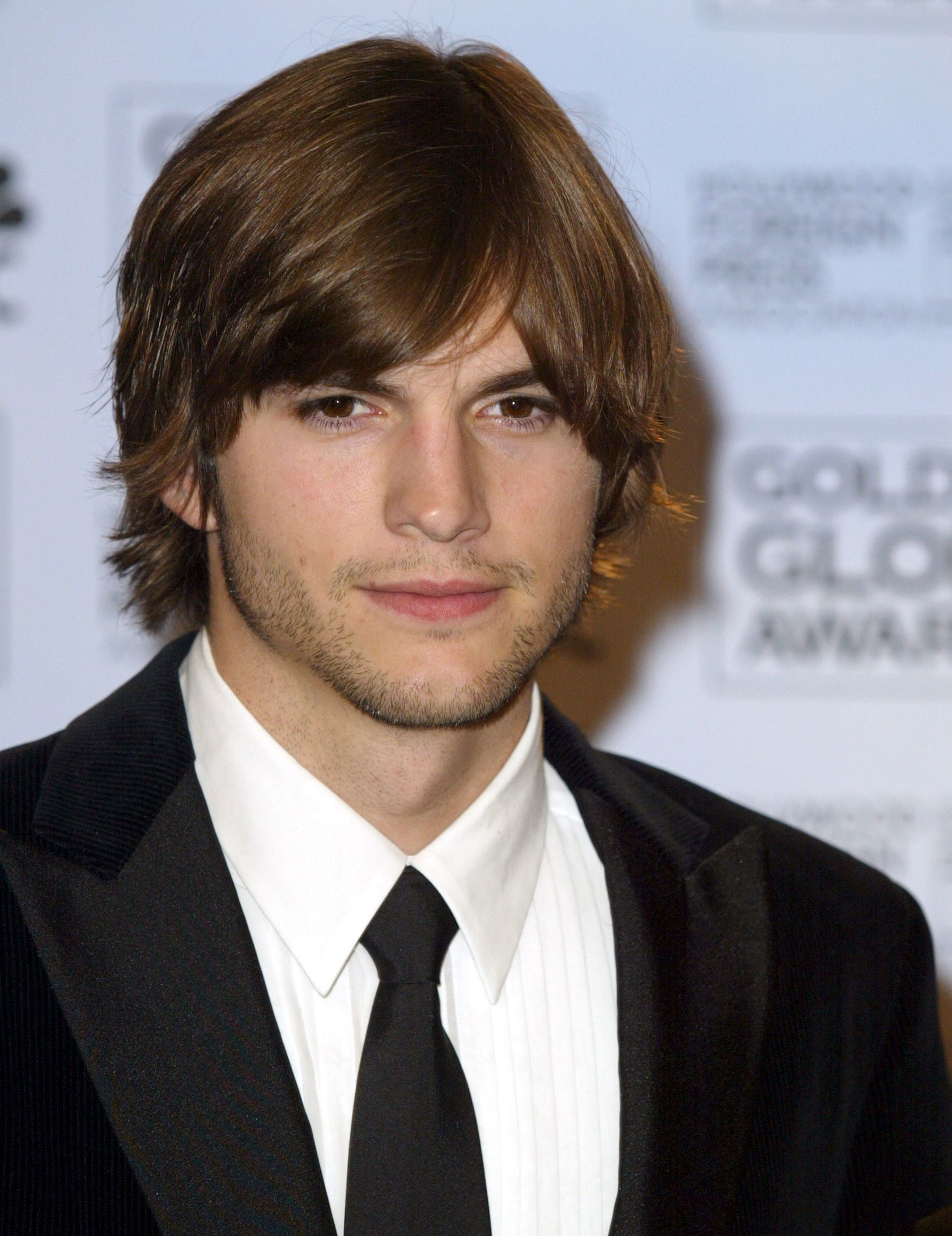 ashton kutcher dating history Ashton kutcher's dating timeline includes history of infidelity while being married to demi moore read about his relationship history, past.