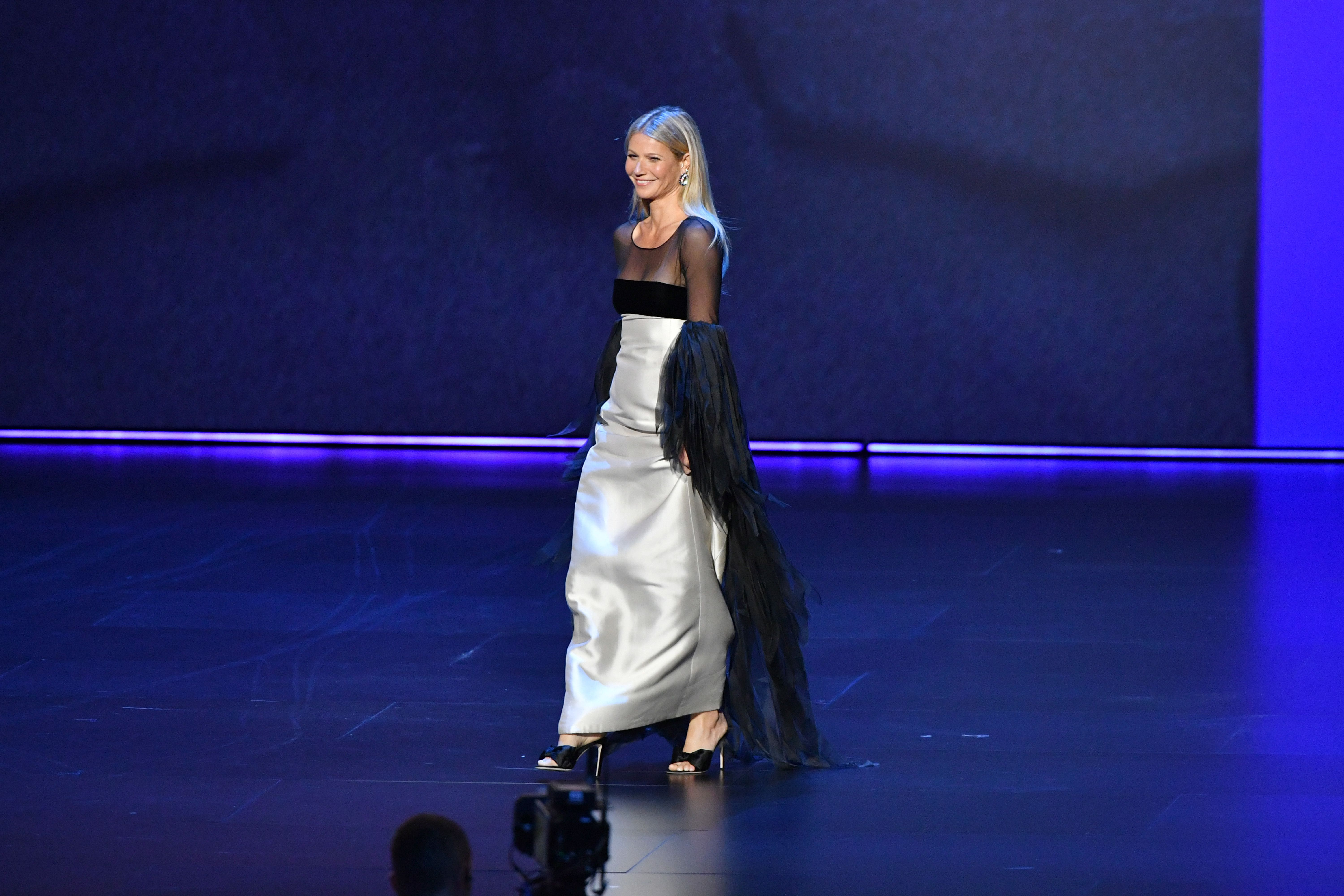 I Can't Stop Watching Gwyneth Paltrow's Bizarre Walk Across the Emmys Stage