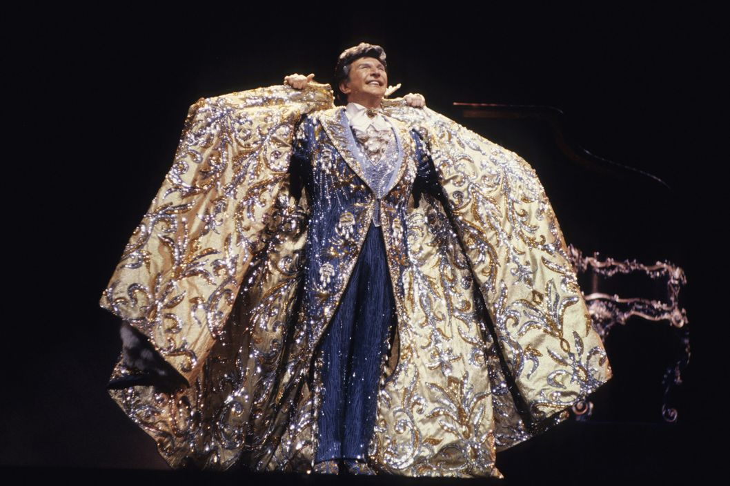 NEW YORK - JANUARY 01:  Liberace performs at Radio City Music Hall in 1985 in New York City. (Photo by Larry Busacca/WireImage)