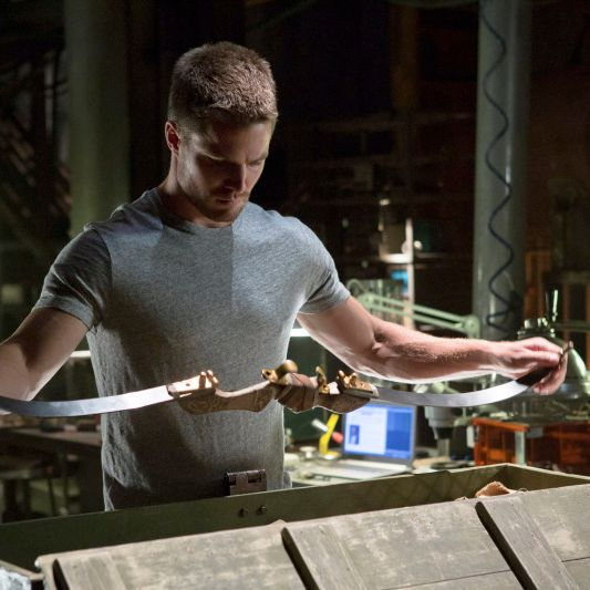"""Arrow ?€"""" ?€?Lone Gunman?€ -- Image AR103c_0318b. Pictured: Stephen Amell as Oliver Queen -- Photo: Jack Rowand/The CW -- ©2012 The CW Network. All Rights Reserved."""