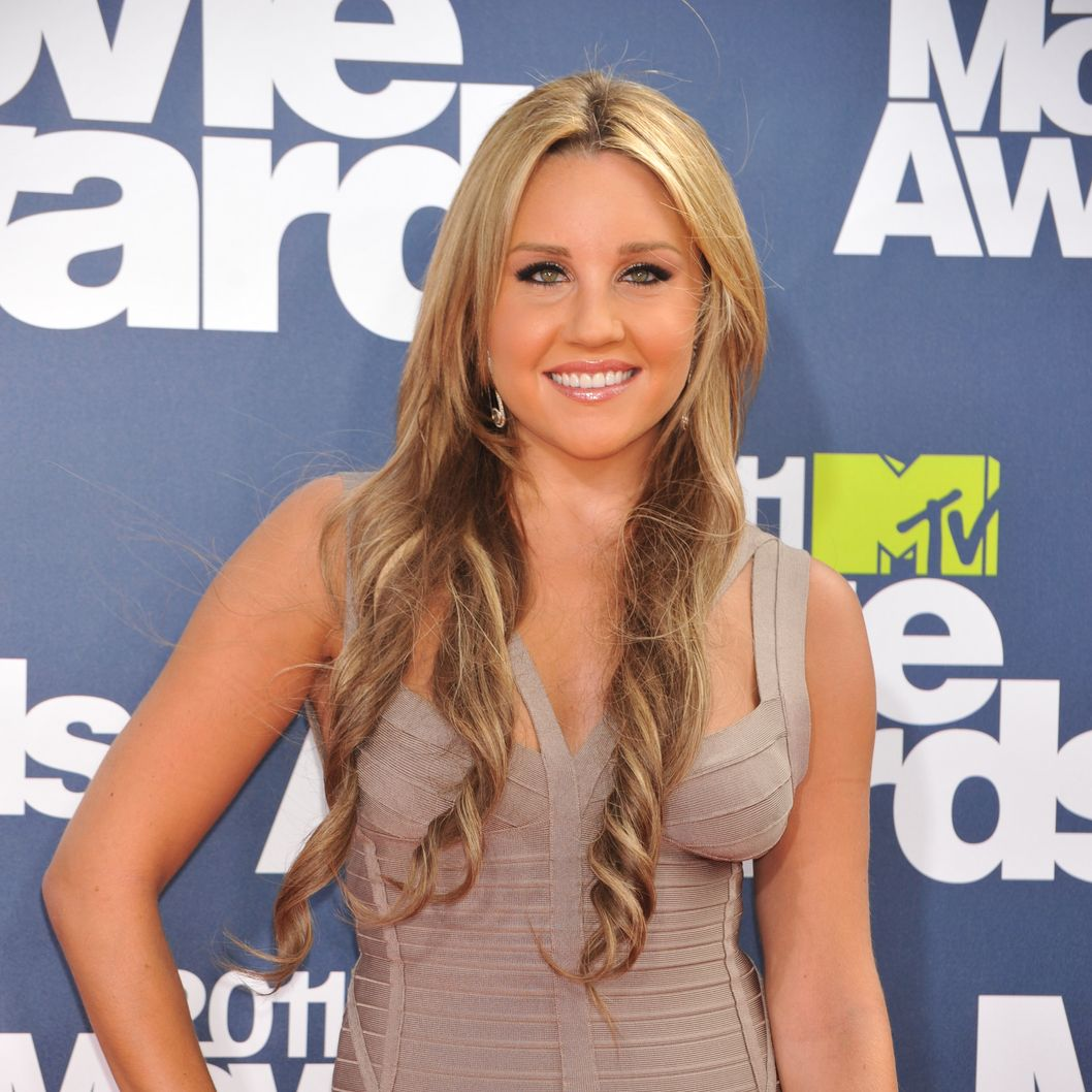 Actress Amanda Bynes arrives at the 2011 MTV Movie Awards held at Universal Studios' Gibson Amphitheatre in Universal City, California.