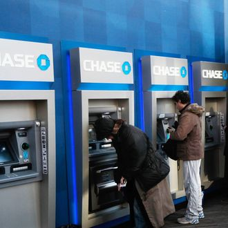 NEW YORK, NY - JANUARY 14: People use ATMs at a Chase branch bank January 14, 2011 in New York City. JPMorgan Chase, one of the nation's largest banks, reported $4.8 billion in income last quarter, a 47 percent jump, sending its stock higher. (Photo by Chris Hondros/Getty Images)