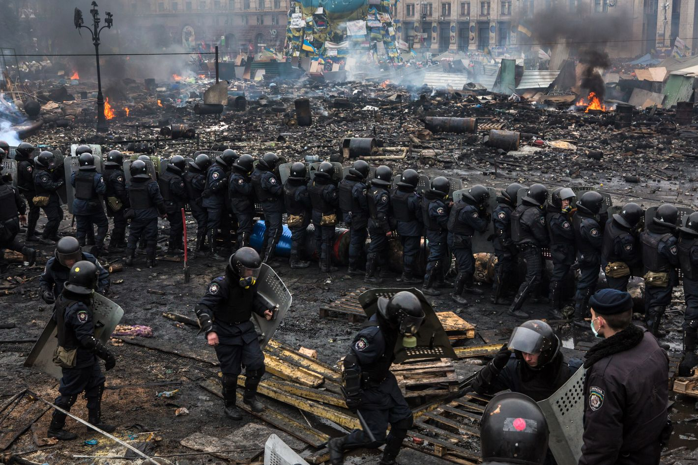 KIEV, UKRAINE - FEBRUARY 19: Police form a barrier in Independence Square on February 19, 2014 in Kiev, Ukraine. After several weeks of calm, violence has again flared between anti-government protesters and police as the Ukrainian parliament is meant to take up the question of whether to revert to the country's 2004 constitution. (Photo by Brendan Hoffman/Getty Images)