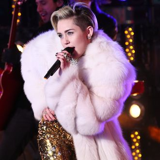 NEW YORK, NY - DECEMBER 31: Miley Cyrus peforms on stage during The New Year's Eve 2014 Celebration in Times Square on December 31, 2013 in New York City. (Photo by Neilson Barnard/Getty Images for Toshiba)