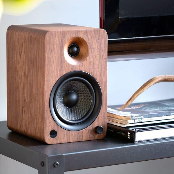 YU6 Powered Speakers