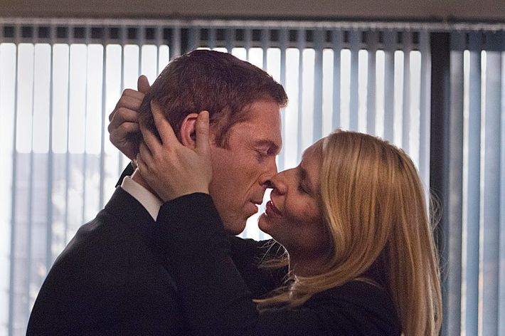 Damian Lewis as Nicholas Brody and Claire Danes as Carrie Mathison in Homeland (Season 2, Episode 12).