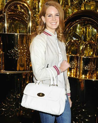 Lana Del Rey with her Mulberry bag.