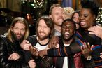 <em>Saturday Night Live</em> Recap: Kevin Hart Fights a Llama for Christmas