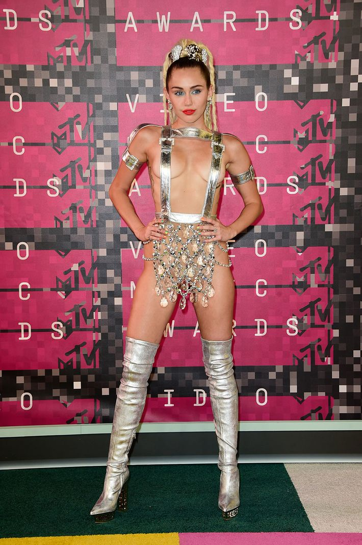 d372f5ad7 Miley Cyrus's VMAs Outfits, Ranked From Bad to Worse
