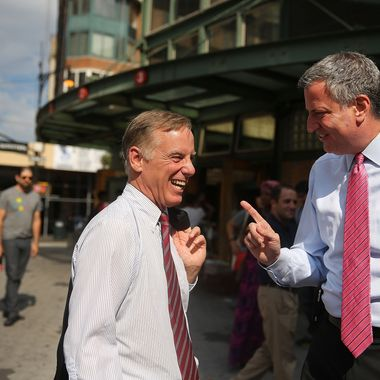 Democratic mayoral candidate Bill de Blasio (R) stands with former Vermont Gov. Howard Dean as the two campaign together at a subway station on August 27, 2013 in New York City. With two weeks to go until the primary election, de Blasio is currently running in a tight race with City Council Speaker Christine Quinn in the Democratic race for mayor of New York City.
