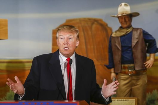 Donald Trump campaigns for the Iowa Caucus