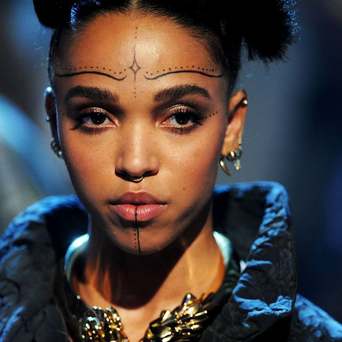 FKA Twigs getting twiggy with it at the Brit Awards.