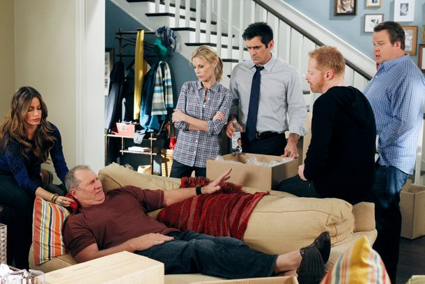 "MODERN FAMILY - ""After the Fire"" - After a neighbor's home burns down, the whole family rallies and organizes a community drive to help do some good - though it's not all good, as Jay throws out his back, Cameron does some posturing with a huge moving truck, Claire discovers that Mitchell and Gloria have been spending a lot of time together, and Luke and Manny get their hands on some of the donated toys, on ""Moder"