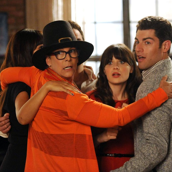 NEW GIRL: The gang joins Jess (Zooey Deschanel, C) for a group hug when her mom (guest star Jamie Lee Curtis, L) arrives for a visit in the