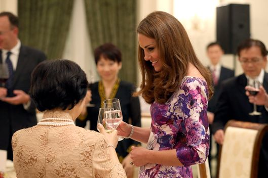 SINGAPORE - SEPTEMBER 11:  Catherine, Duchess of Cambridge toasts President of Singapore's wife Mary Tan at dinner as she visits the Istana on day 1 of their Diamond Jubilee tour on September 11, 2012 in Singapore. Prince William, Duke of Cambridge and Catherine, Duchess of Cambridge are on a Diamond Jubilee Tour of the Far East taking in Singapore, Malaysia, the Solomon Islands and the tiny Pacific Island of Tuvalu.  (Photo by Chris Jackson - Pool/Getty Images)