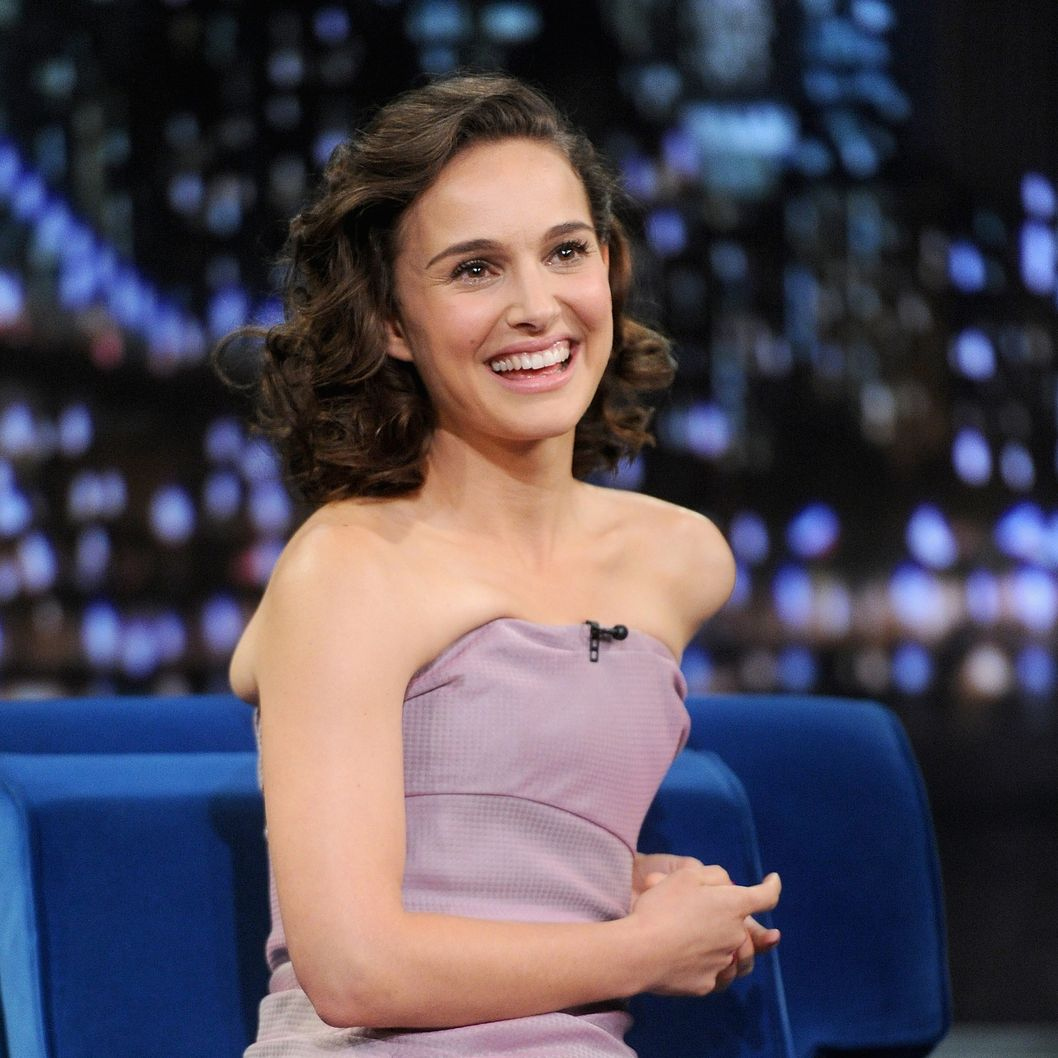 "Natalie Portman visits ""Late Night With Jimmy Fallon"" on November 7, 2013 in New York City."